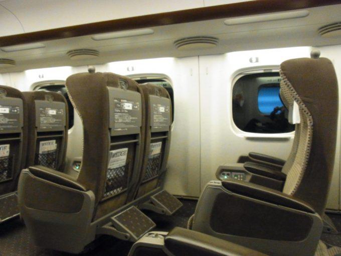 N700系のぞみグリーン車座席