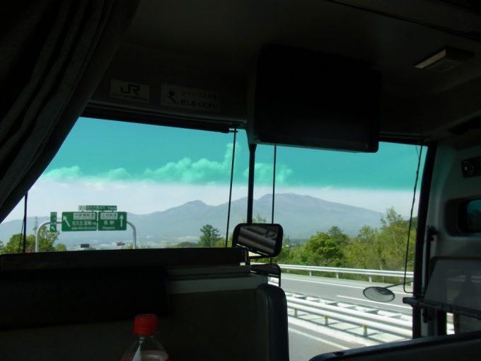 目の前に迫る浅間山