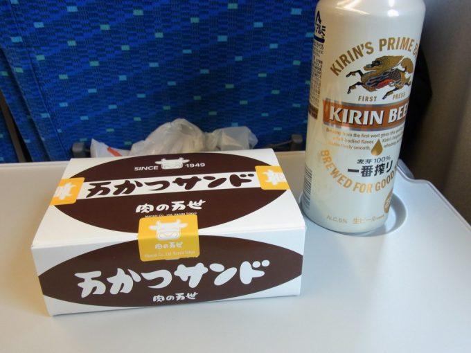 東海道新幹線のぞみ車内で万かつサンド