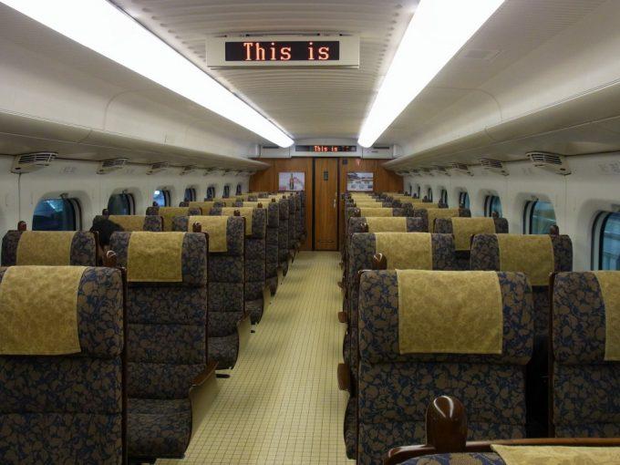九州新幹線800系つばめ豪華なインテリア