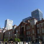 復原された東京駅丸の内レンガ駅舎と秋の空