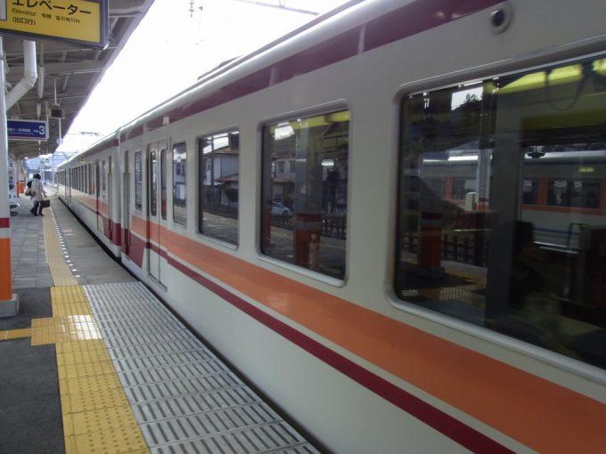 鬼怒川温泉駅で6050系に乗り換え