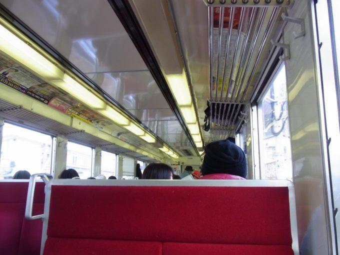 旅情を感じさせる東武鉄道6050系車内