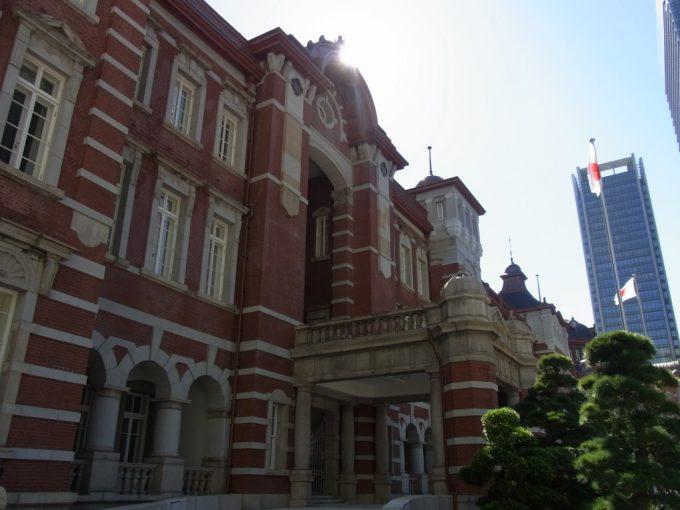 秋の日に輝く東京駅丸の内レンガ駅舎
