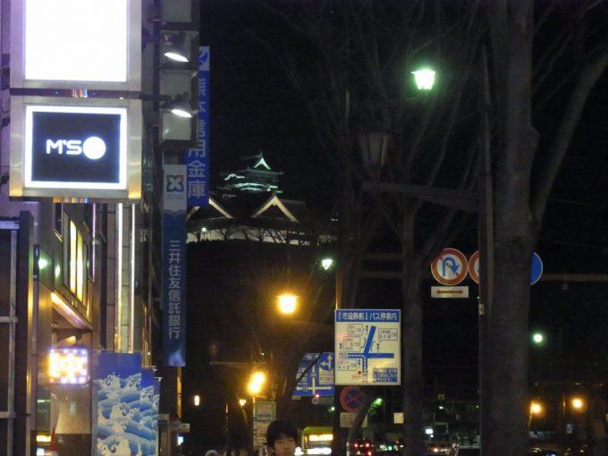 ライトアップされた夜の熊本城