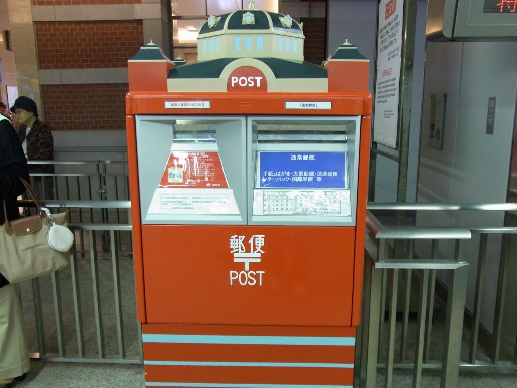 東京駅レンガ駅舎を模したポスト