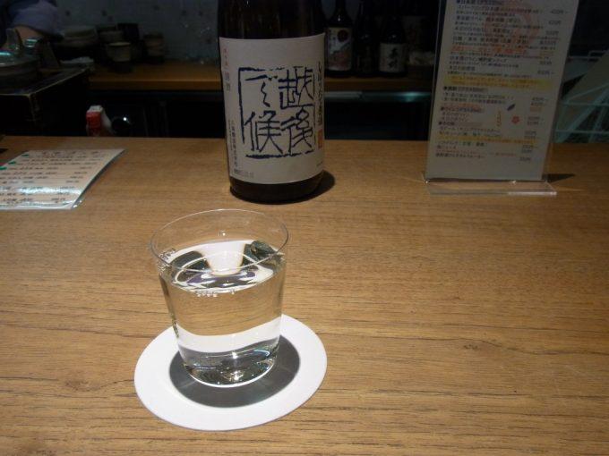 東京駅グランスタ内はせがわ酒店日本酒バーで八海山越後で候
