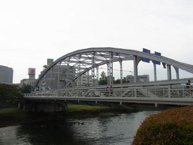 盛岡初秋の北上川と開運橋