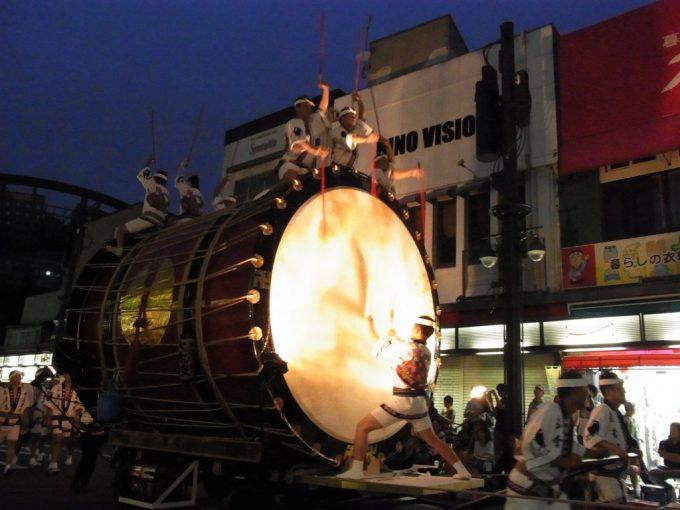 弘前ねぷたの出陣を知らせる津軽じょっぱり大太鼓の迫力ある音色