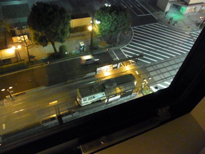 熊本市電の音をつまみに飲む焼酎