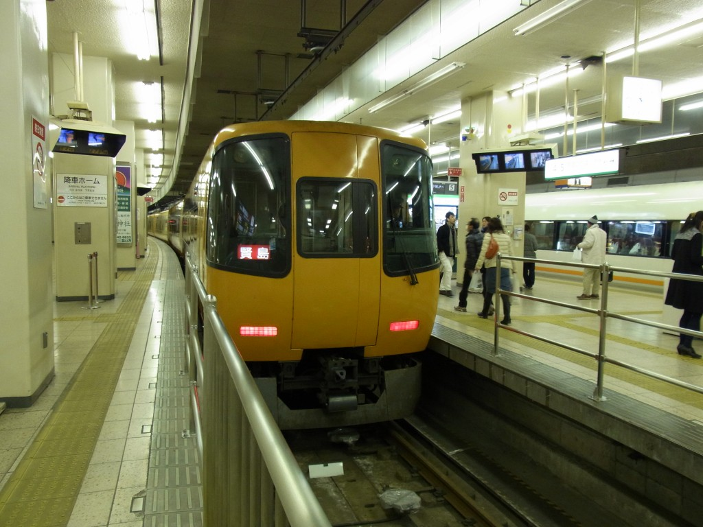 近鉄特急22000系Ace