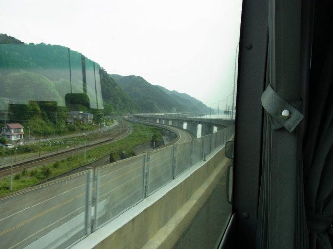 山と海が拮抗する交通の難所親不知