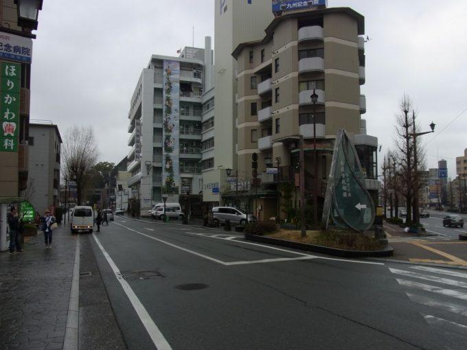 市街地に現れる熊本水前寺公園