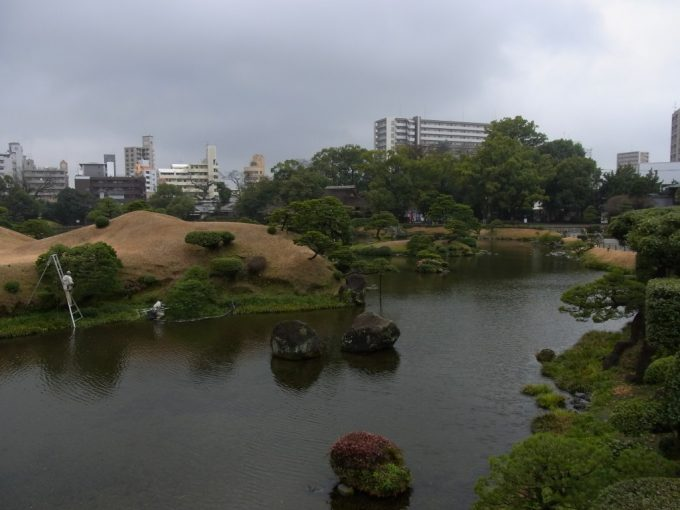ビルの中のオアシス水前寺成趣園