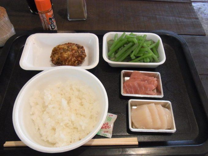 弘前中央食品市場市場まるごと食堂で朝ごはん