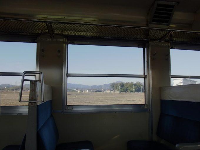 国鉄型気動車キハ48車窓に広がる冬の伊勢路