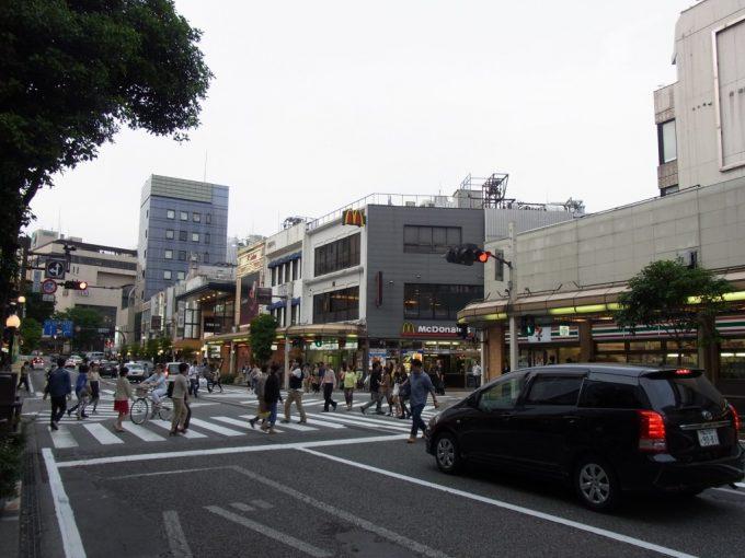 賑わう休日の金沢片町