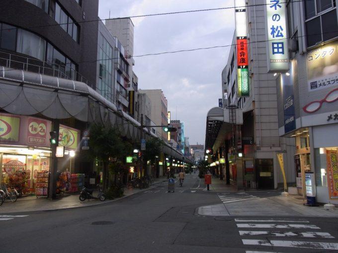 夕暮れ時の盛岡の商店街