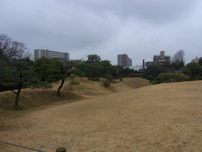 豊かな起伏と表情を見せる熊本水前寺公園