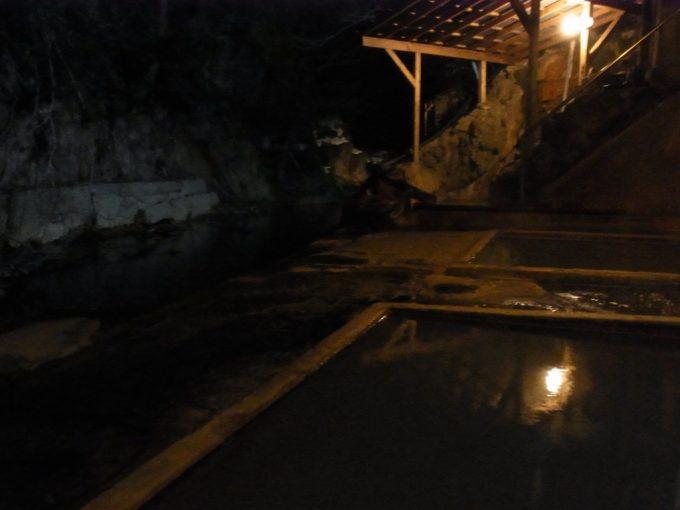 塩原温泉明賀屋本館風情溢れる夜の混浴露天風呂