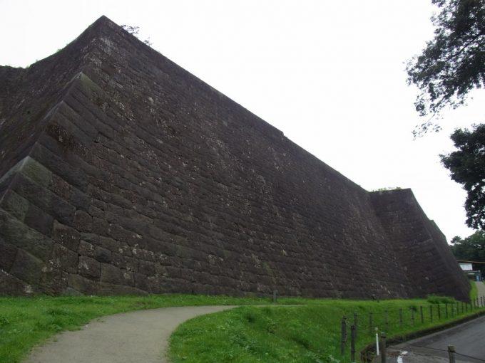 仙台城跡巨大な石垣