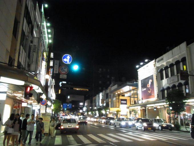 千鳥足で歩く夜の金沢片町