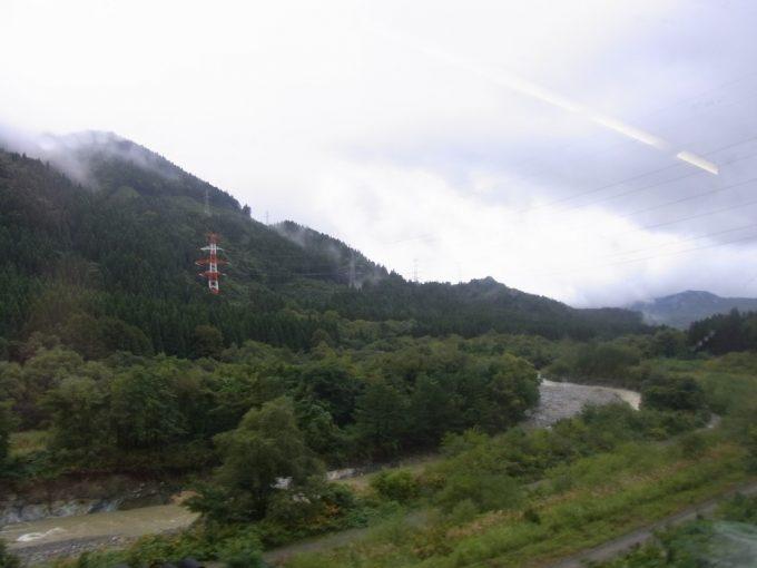 秋田新幹線こまちは奥羽山脈を越えて秋田県へ