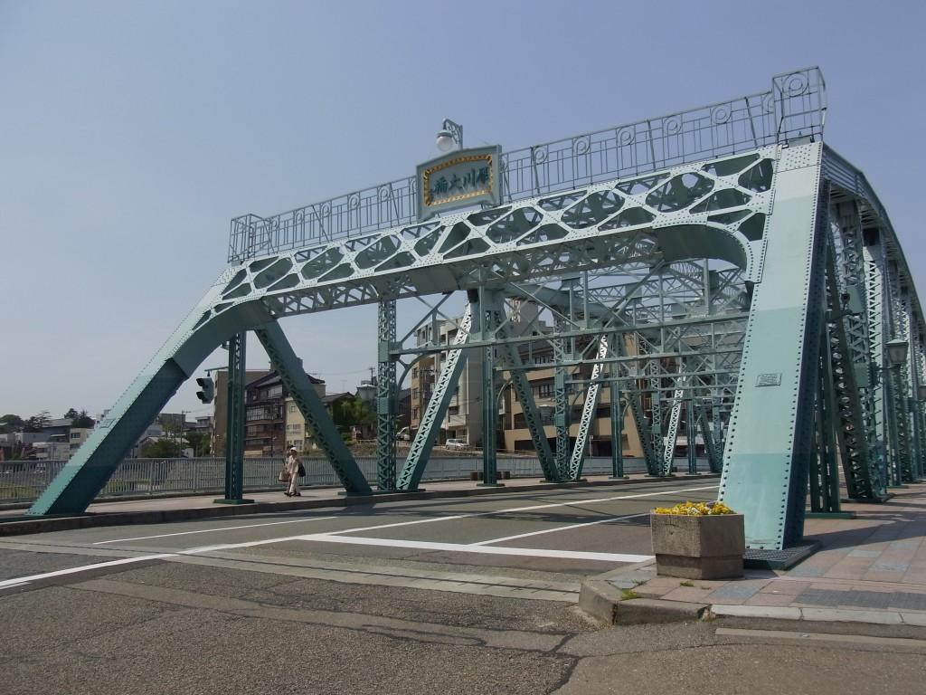 初夏の晴天犀川大橋