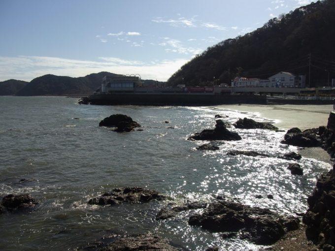 冬の伊勢輝く海