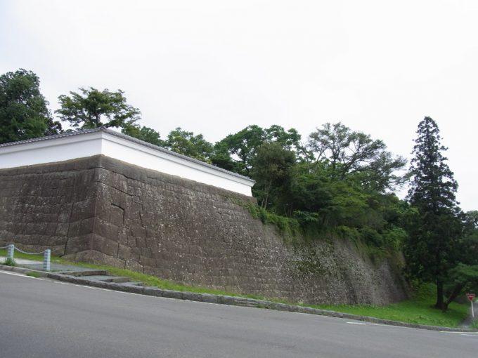 青葉城石垣と長塀