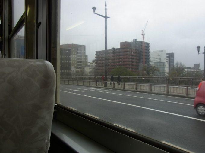 市電の車窓から眺める熊本の街