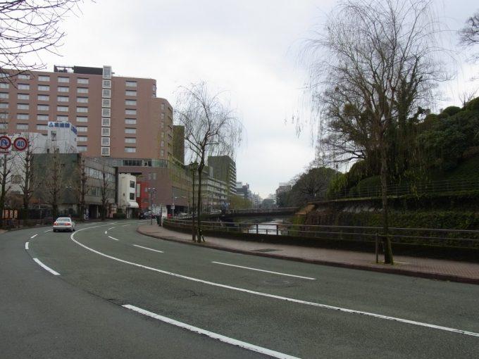 熊本城お堀沿いの道