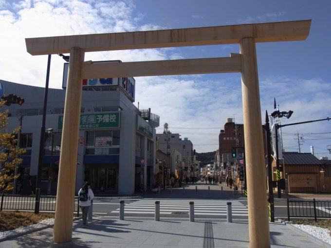 冬晴れの伊勢市駅前