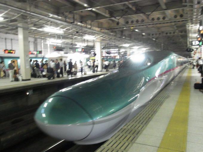 仙台駅はやぶさ入線