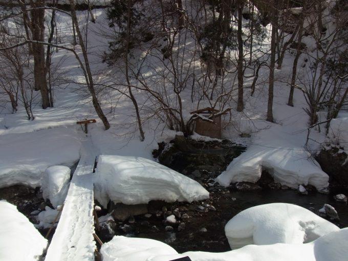 二岐温泉柏屋旅館細い橋を渡り露天風呂へ