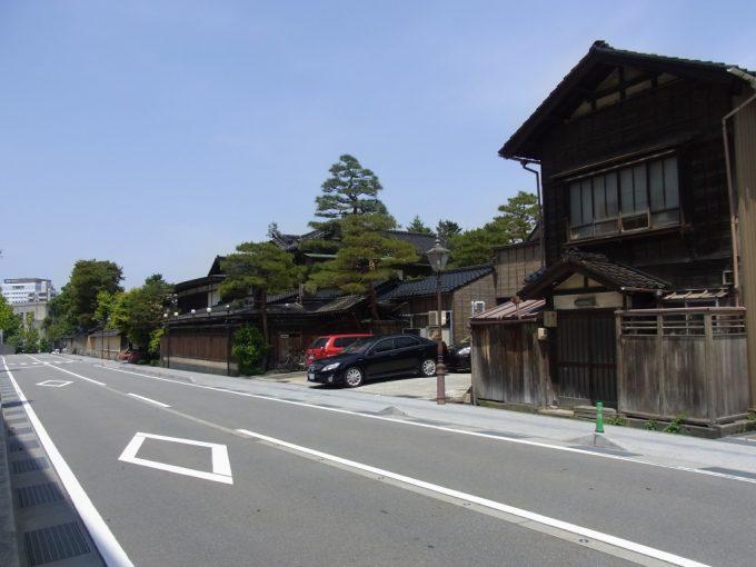 新旧の建物が共存する金沢の街