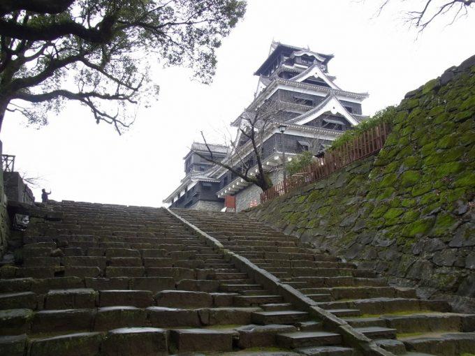 熊本城最後の石段もうひと踏ん張り