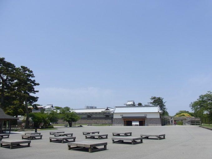 初夏の青空金沢城公園