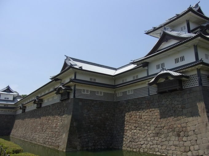 壮大な金沢城五十間長屋と櫓