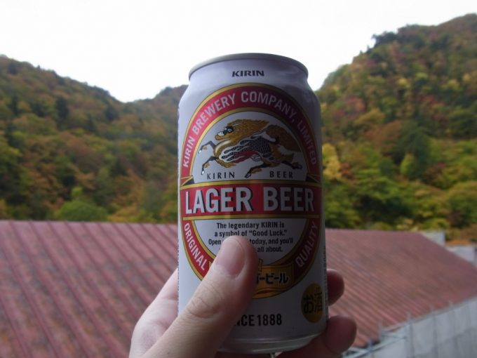 秘湯夏油温泉元湯湯上がりに冷たいビールと燃える紅葉
