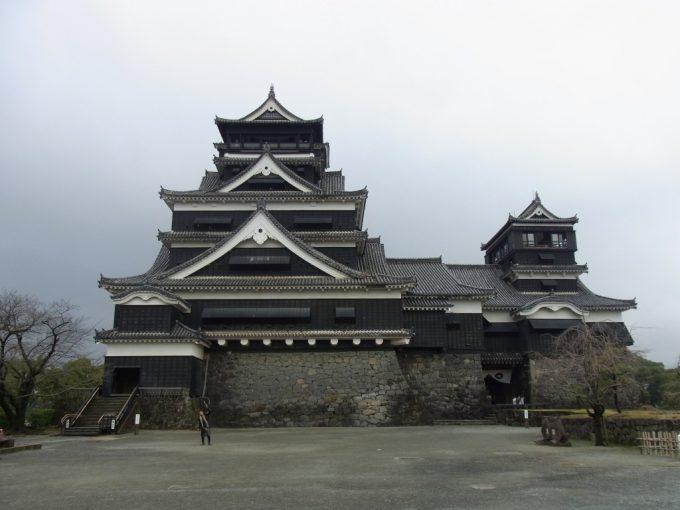 大天守と小天守二つの天守が並ぶ熊本城