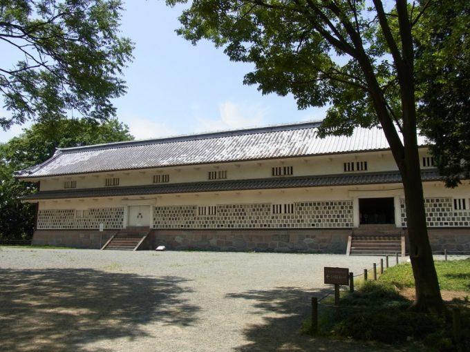 江戸時代から残る金沢城三十間長屋