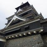 黒が印象的な熊本城