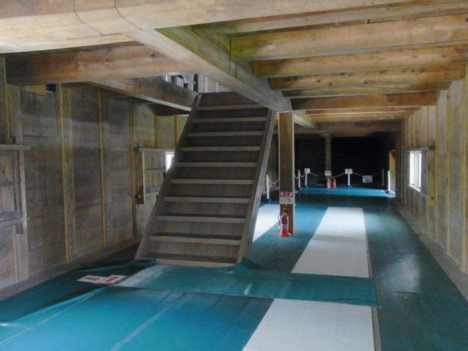 国の重要文化財金沢城三十間長屋内部