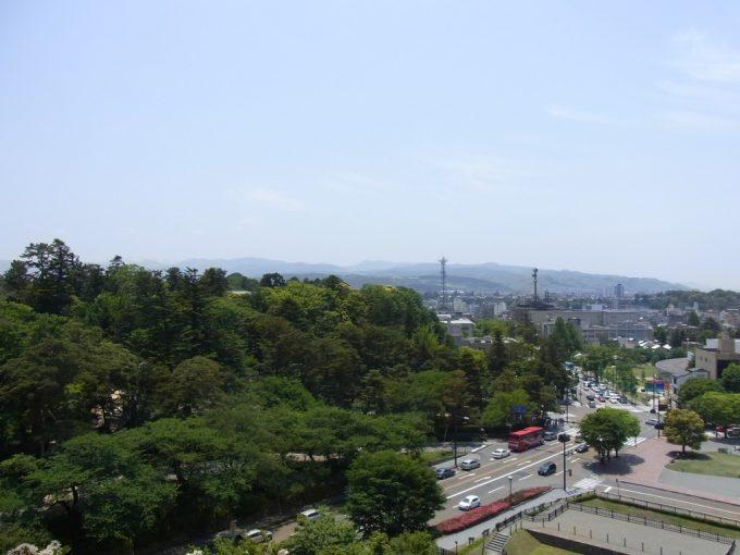 金沢城跡から望む城下町