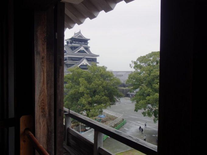 熊本城宇土櫓から眺める天守閣
