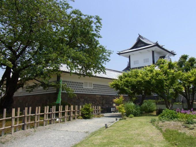 江戸時代から残る国の重要文化財金沢城石川門