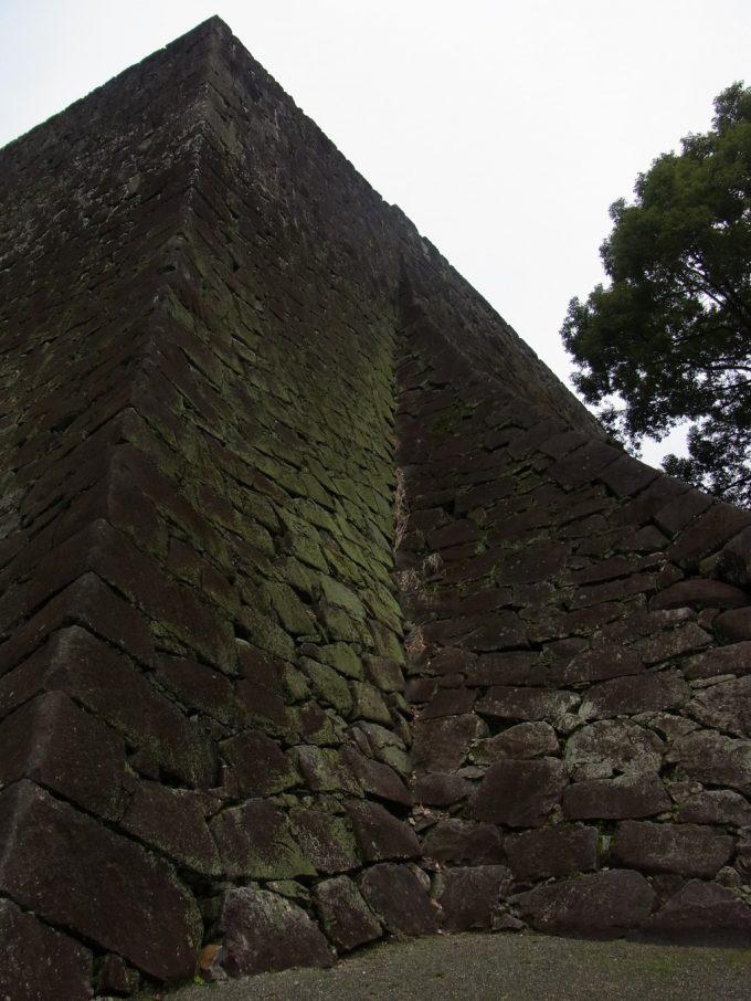 優美な曲線をみせる熊本城石垣