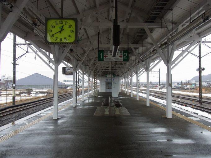東北本線の歴史を感じる白河駅長大ホーム停車場の風情