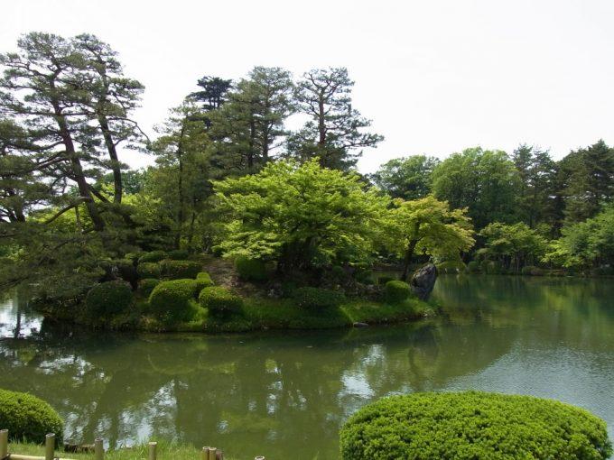 金沢兼六園霞ヶ池と蓬莱島